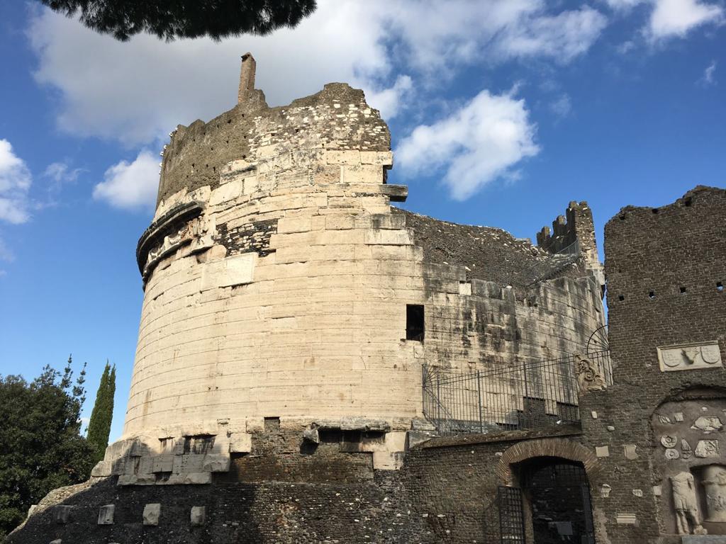 Via Appia, Regina viarum - Art Club - Associazione culturale - Visite guidate a Roma Esperienze d'Arte - Dicembre 2020 - Tomba Cecilia Metella
